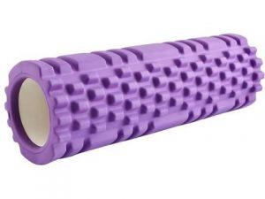 Fioletowy roller do jogi i wałek do masażu